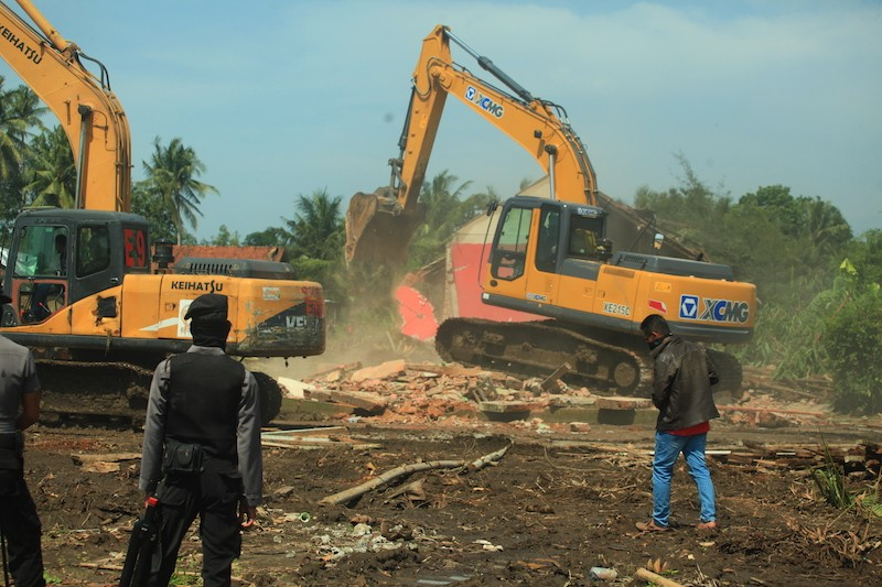 Yogyakarta airport developers warned not to 'steal' people's land