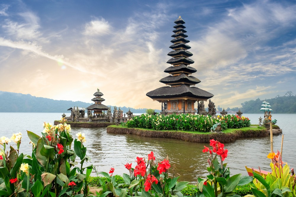 Indonesia aims to attract 7 million tourists to Bali in 2018