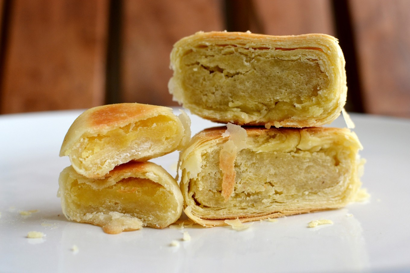 Yogyakarta-style bakpia has thicker and chewier dough. Meanwhile, Surakarta-style bakpia has a flaky texture and is chock-full of filling.