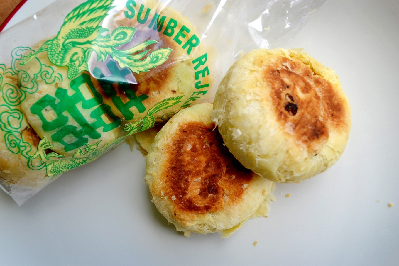 Surakarta-style bakpia. In Surakarta, 'bakpia' is a breakfast staple for buyers and sellers in Pasar Gede.
