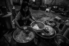 Made with love: Trisna Santi prepares food in the kitchen of Rumah Peduli Sahabat Kasih. JP/Seto Wardhana