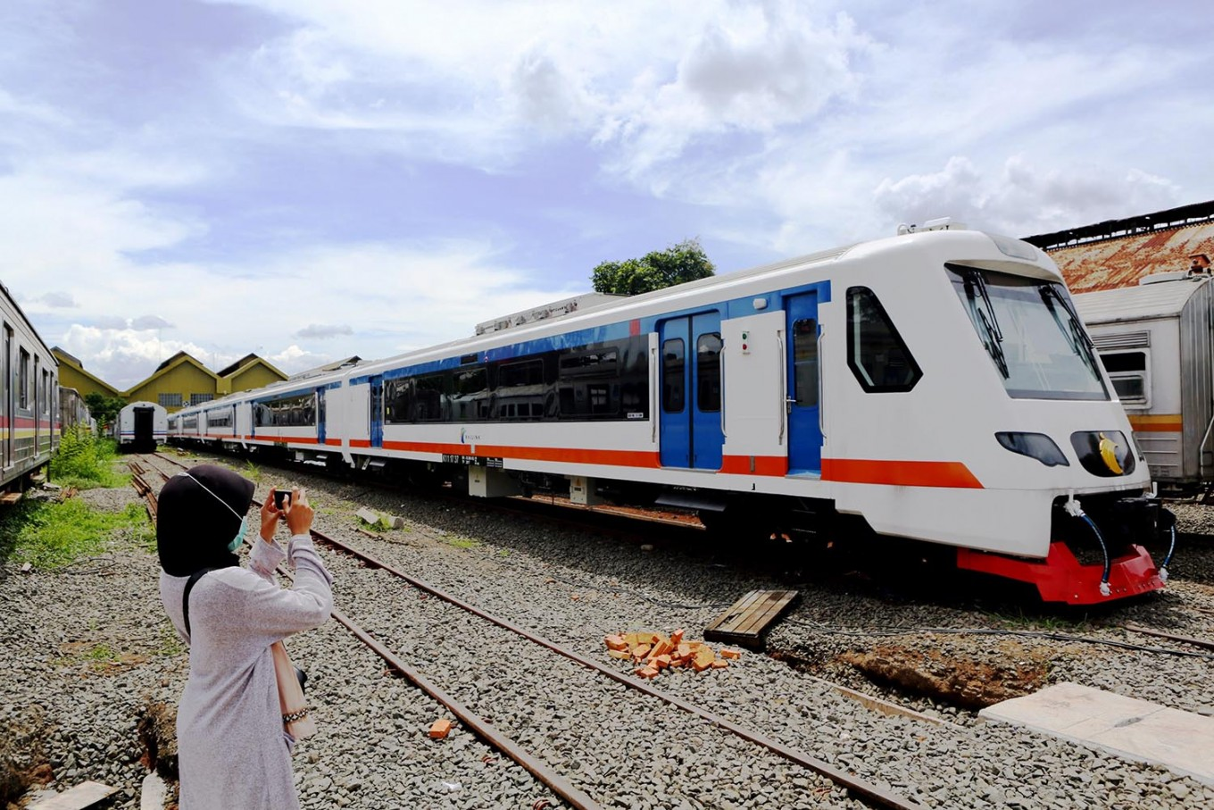 Bekasi-Soekarno Hatta airport train stops operations