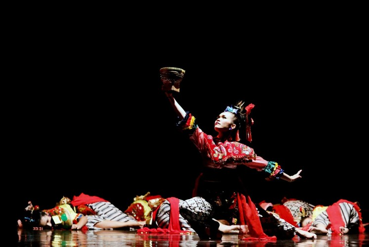Reach out: A group of dancers from the Sanggar Tari Paduraksa Tebet dance academy wear traditional Betawi attire as they perform at the third annual Jakarta Dance Meet Up in October.