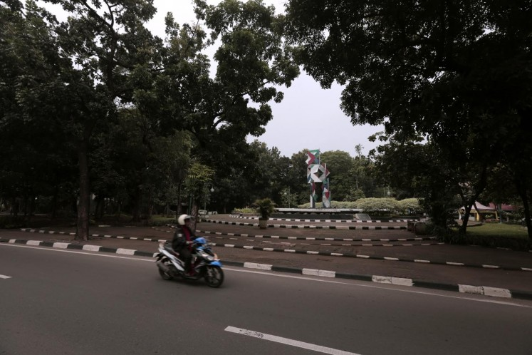 Patung Tumbuh and Berkembang Park are located in the middle stretch of Jl. Pakubuwono VI.