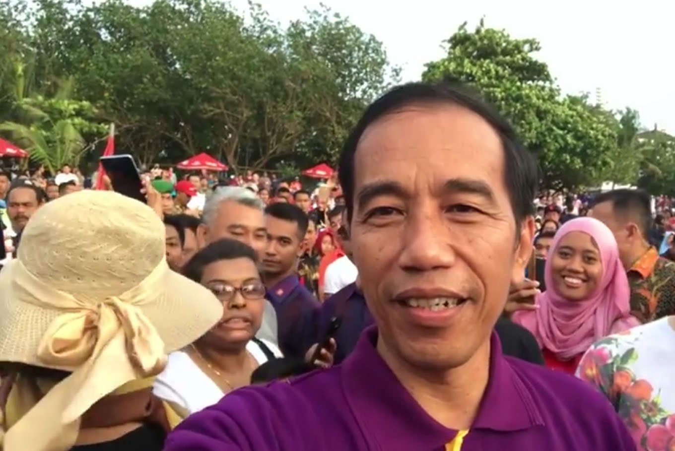 Jokowi declines to comment on his minister's leaked conversation