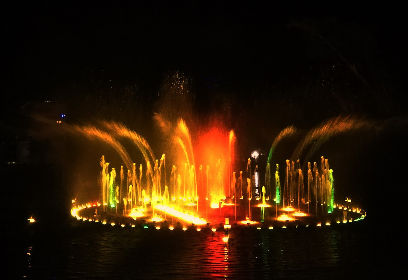 The dancing fountain at Taman Pelangi.