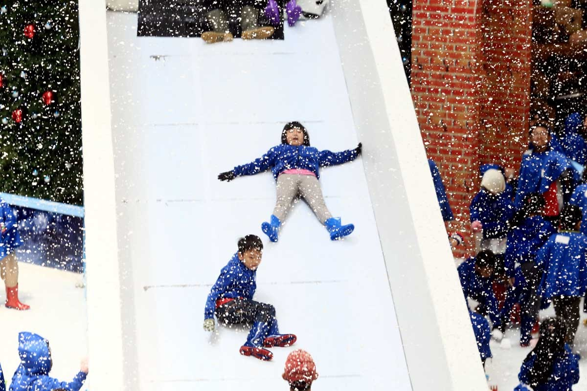 Slide: Children play at Snow Playland in Ciputra Mall, West Jakarta, on Monday. The mall introduced a snow themed playground to lure more visitors during this year's Christmas celebrations. JP/Dhoni Setiawan