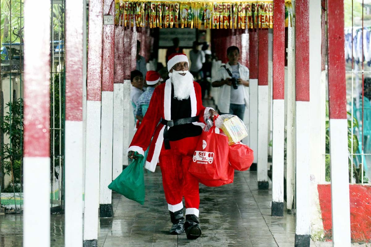 Ho, ho, ho: An inmate wearing a Santa Claus costume brings gifts to Kerobokan Prison in Denpasar, Bali. JP/Zul Trio Anggono
