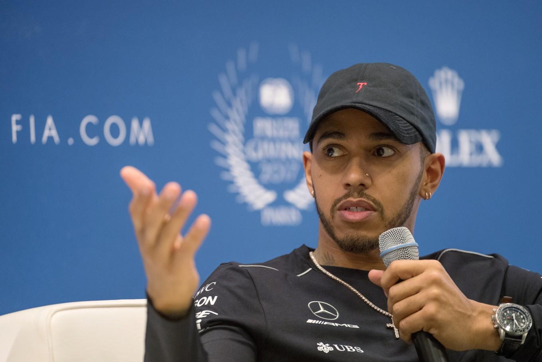 Hamilton sorry for criticizing dress-wearing nephew