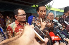 Jokowi distributes land certificates to S. Sulawesi residents