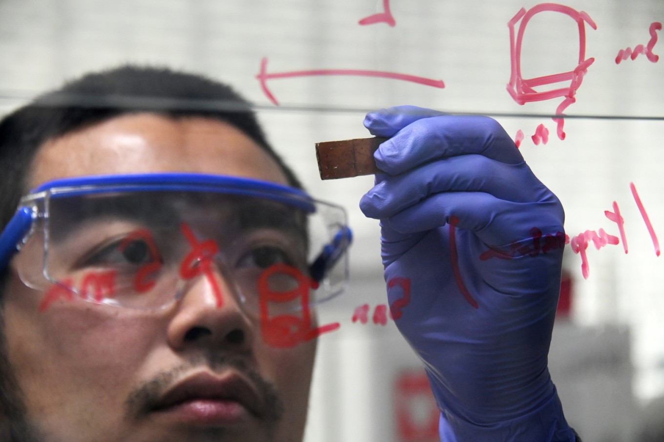 Self-healing glass: A cracking discovery from Japan