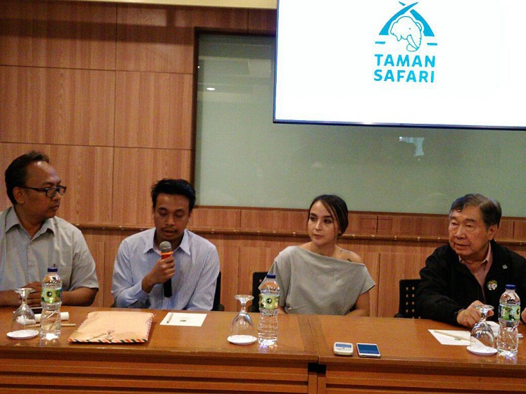 Remorseful: Philips Bondi (left) seeks forgiveness from Taman Safari Indonesia (TSI) for his behavior at a press conference on Thursday. TSI director Jansen Manansang (right) and Alyssa Dwi Fitri Amanda (second right), who recorded Bondi giving red wine to a deer and a hippopotamus, were also present.