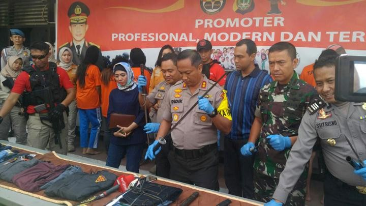 Two gang members arrested for looting Depok clothing store