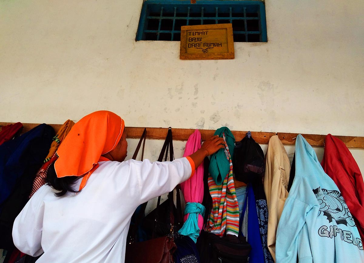 Visitors and workers must change their clothes before entering the farms. JP/Ganug Nugroho Adi
