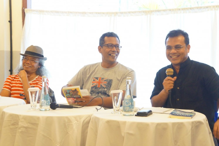 'Koran Kami with Lucy in the Sky' author Bre Redana (left), moderator Candra Gautama (center) and Press Council member Nezar Patria during a discussion on the book on Dec. 20 at Kedai Tjikini in Central Jakarta.