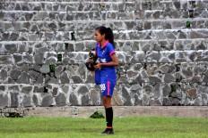 A player for Jakarta 69 stretches before the match. JP/Maksum Nur Fauzan