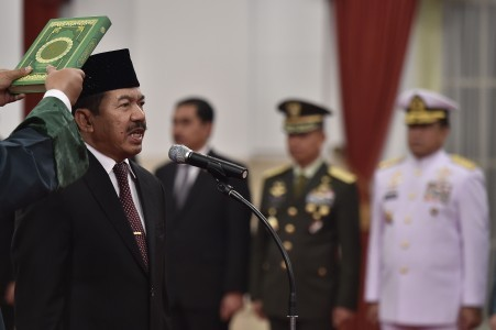 Jokowi swears in new chief of national cyber agency