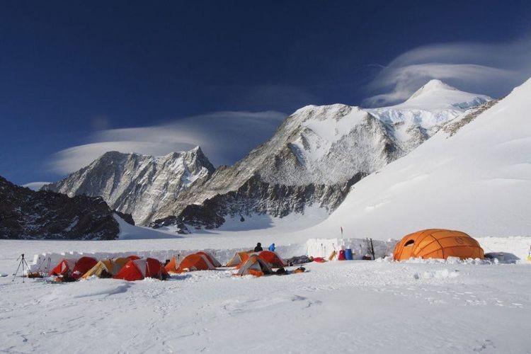 Mapala UI student conquers Antarctica's Vinson Massif
