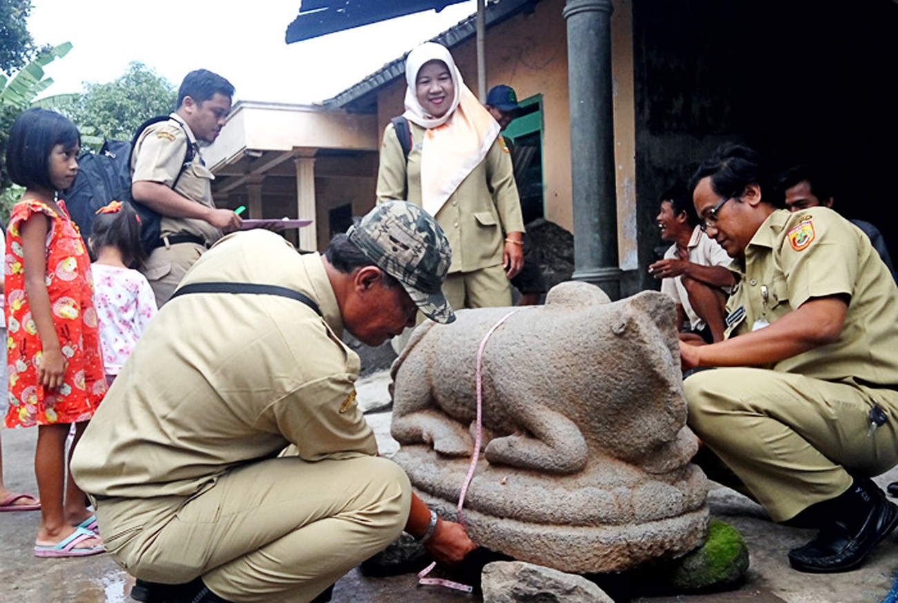 Ancient cow statue found in Sukoharjo