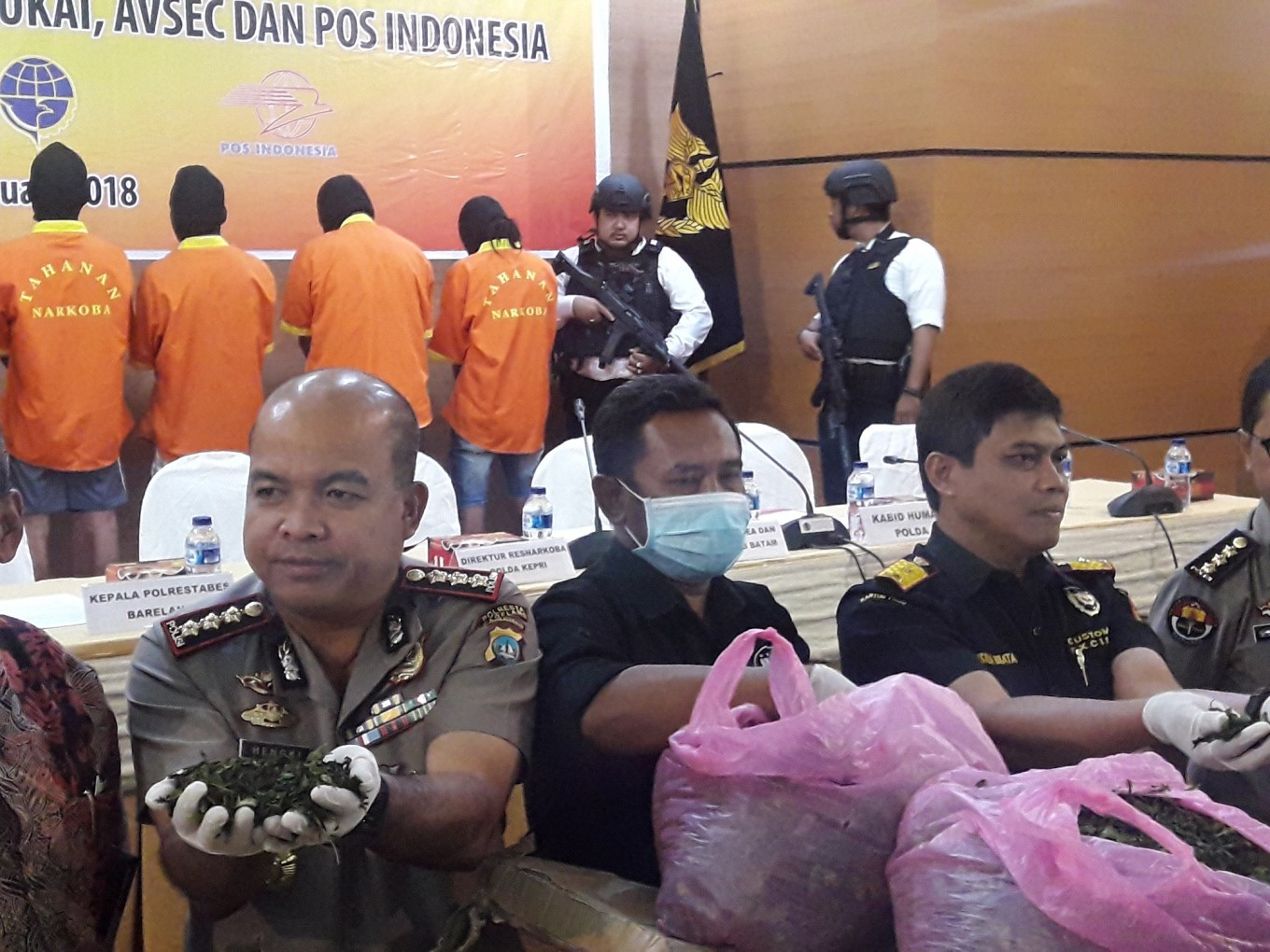 Batam customs office uncovers delivery of khat leaves