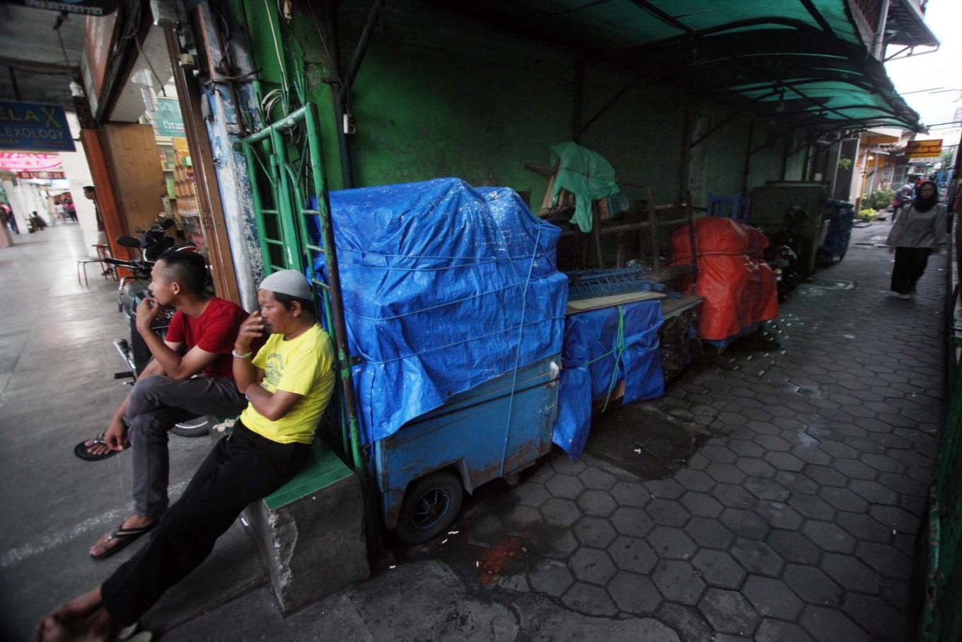 Carts owned by street vendors are stored in an alley on Malioboro. JP/Boy T. Harjanto