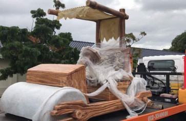 Yabba, dabba, doo! Johor Sultan receives Flintstones car replica