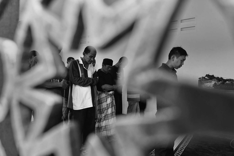 Some patients join in a mass prayer. Antara/Hafidz Mubarak