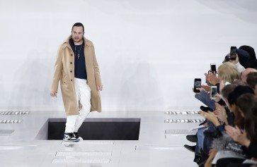 British designer Jones quits Louis Vuitton