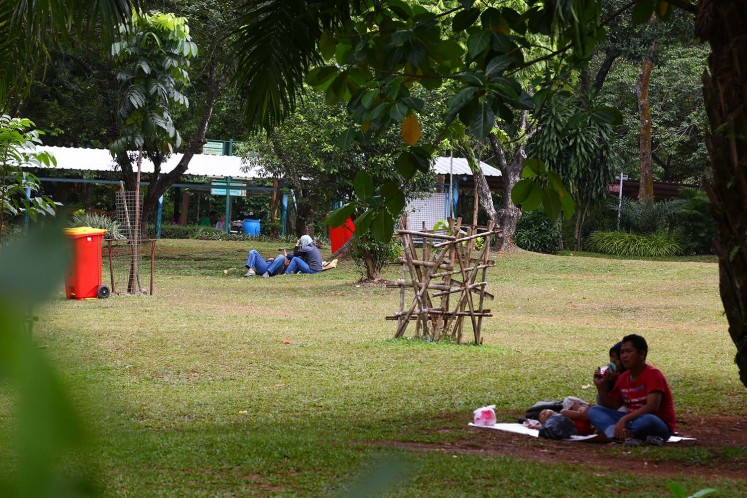 With wide green open spaces, Ragunan Zoo is a popular picnic destination.