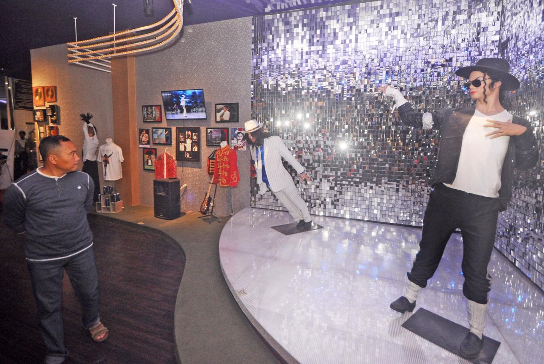Gesang and Michael Jackson at Batu's World Music Gallery