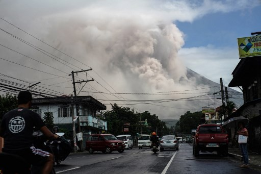 Volcano rains ash on Philippines as experts warn of violent eruption