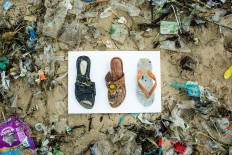 No owner: These sandals that washed up on Jimbaran Beach. JP/Agung Parameswara