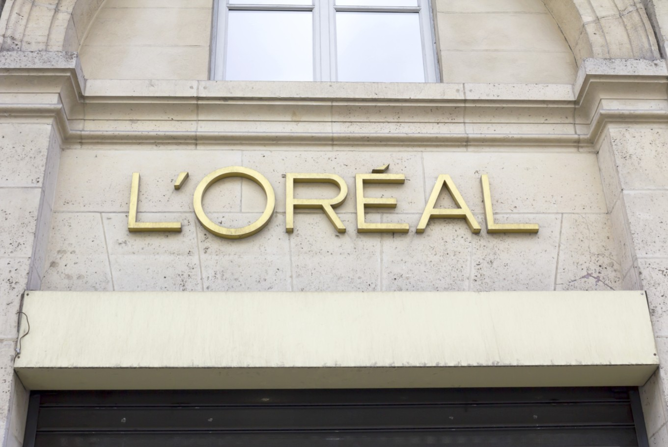 how did l oreal become the world s largest beauty company