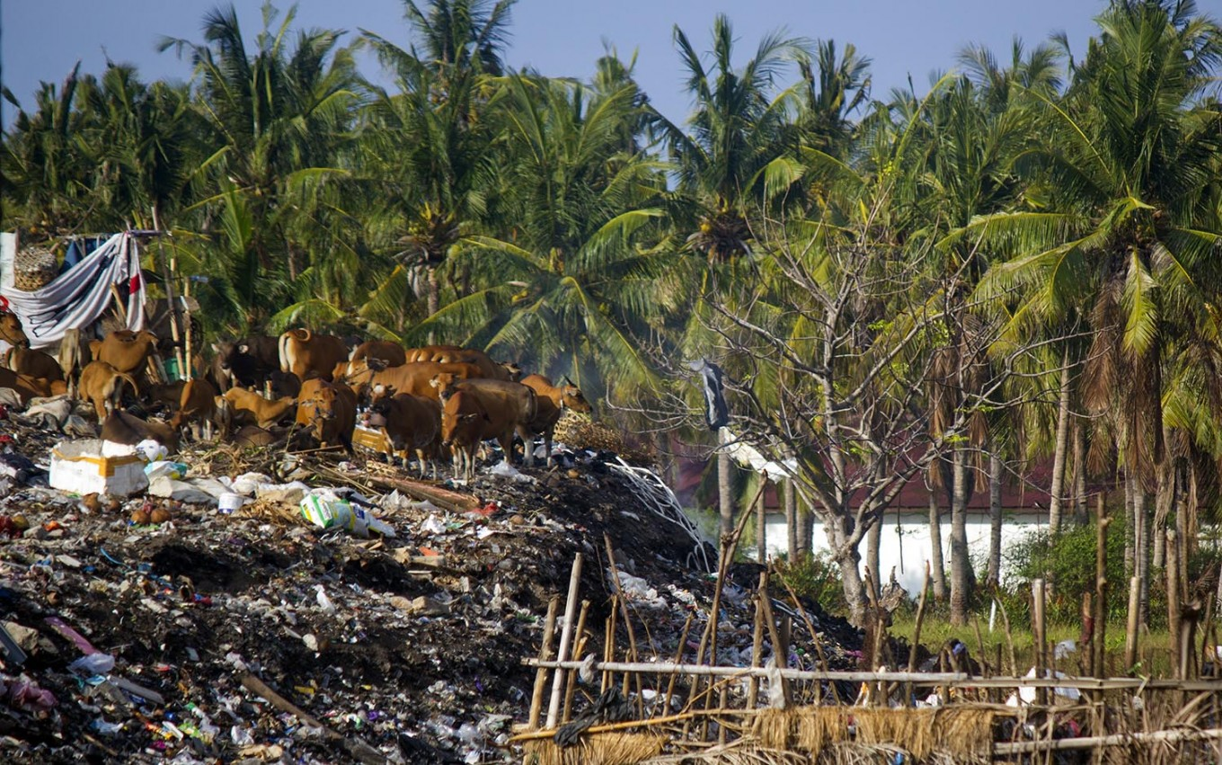 Ugly truth: Behind the comfort of five-star hotels on Gili Trawangan, West Nusa Tenggara, are piles of garbage left unattended due to poor waste management. JP/ Tarko Sudiarno