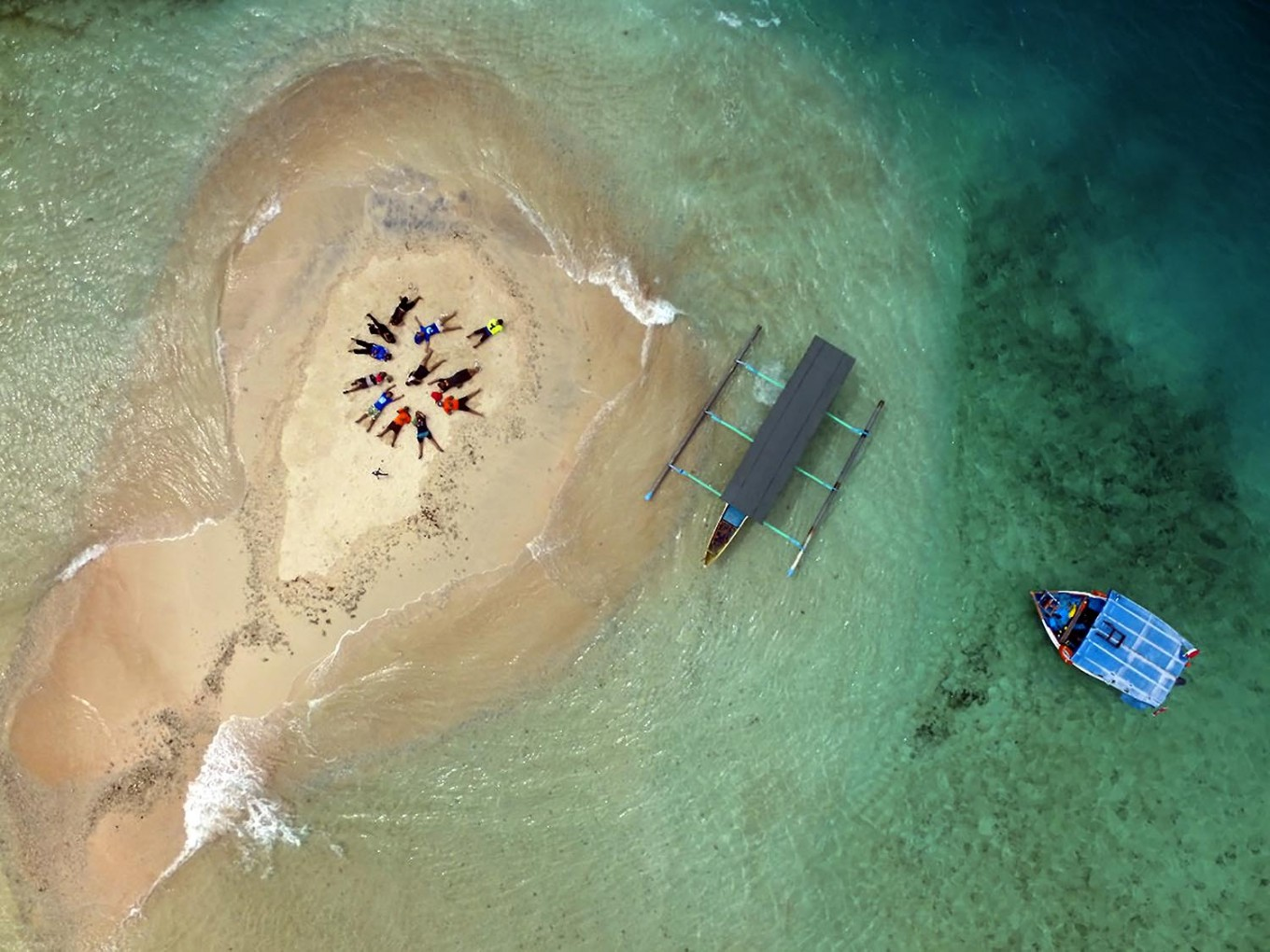 Ocean carpet: Gili Kapal, a small islet near Gili Trawangan, becomes submerged during high tide. JP/ Tarko Sudiarno