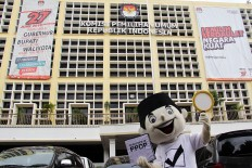 A General Elections Commission (KPU) mascot for the 2018 regional elections named Coklit stands in front of the KPU building in Jakarta on Thursday, January 18. The mascot is being used to raise awareness of a KPU campaign to verify and update voter data. The campaign will be launched on January. 20 in 381 regencies and municipalities and 31 provinces. JP/Rifky Dewandaru