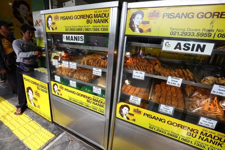 Different types of dishes are offered by 'Pisang Goreng Madu Bu Nanik' (Bu Nanik's honey-fried banana) on Jl. Tanjung Duren Raya, West Jakarta, on Jan. 25.