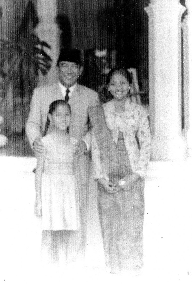 President's favorite: Ayu (left) poses with president Sukarno.