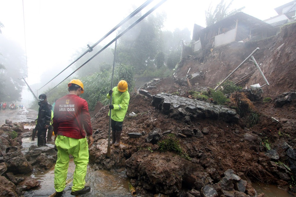 In photos: Landslides block road in Bogor's Puncak area