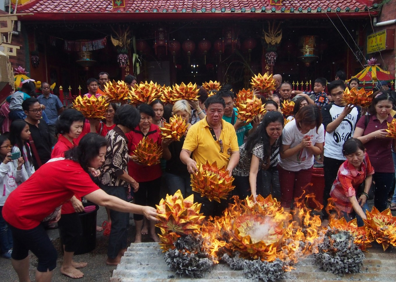 999 birds released in Surakarta to celebrate Chinese New Year