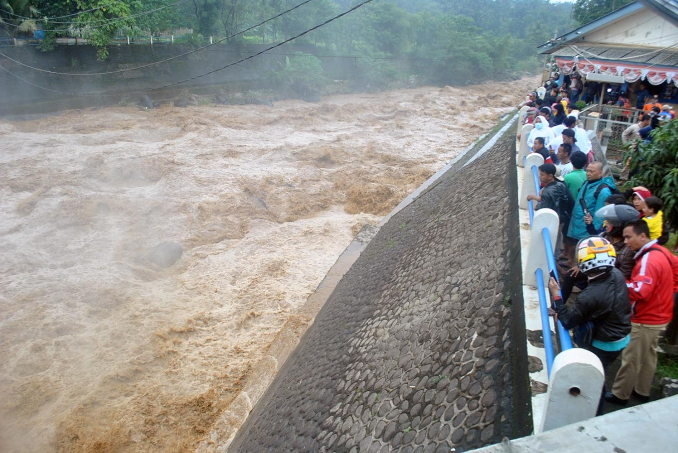 Warning issued over Bogor sluice gate water level