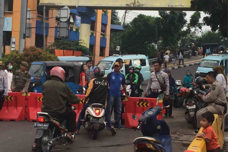 Anies could be fired for Tanah Abang road closure: Ministry