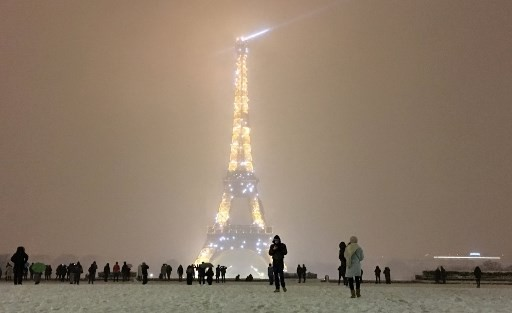 Snow shuts Eiffel Tower as winter blast hits France - World - The Jakarta Post
