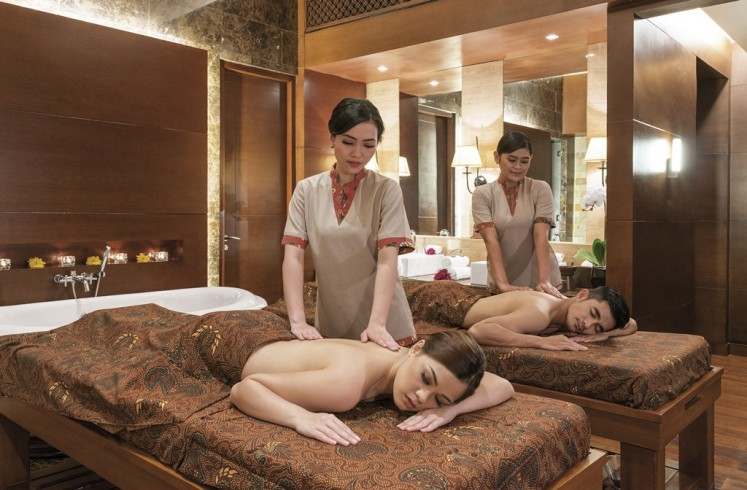 Spas are available across Jakarta. The activity is not only romantic, but it also helps to rejuvenate you and your loved one.