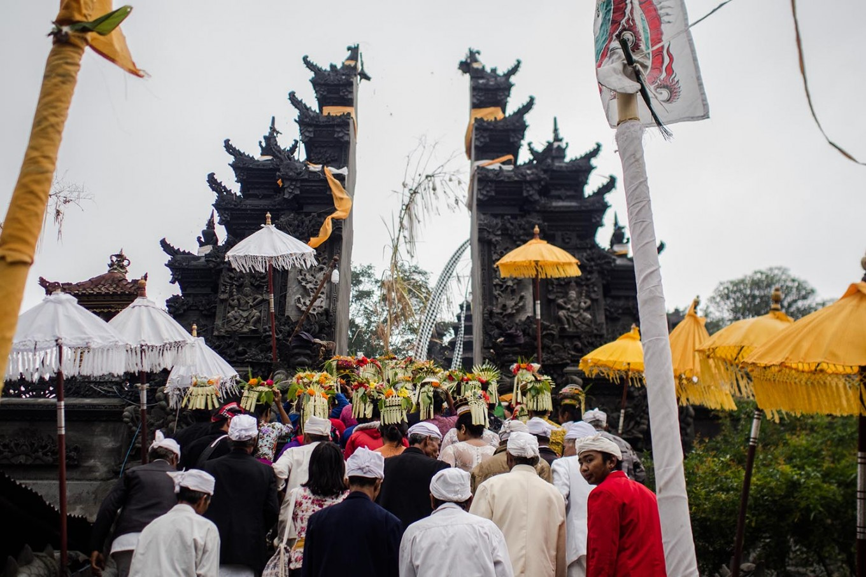 Villagers enter a temple. JP/Anggara Mahendra