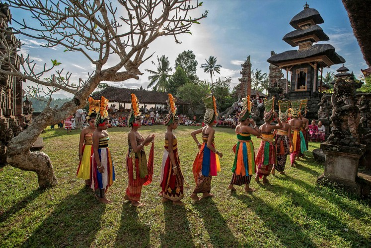 Majestic visuals: Mario Blanco's photos depict the vibrant colors and the richness of Indonesian tradition. Some of his photos were recently exhibited in Eztergom, Hungary.