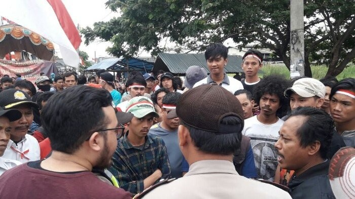 West Jakarta residents continue staging rally ahead of eviction