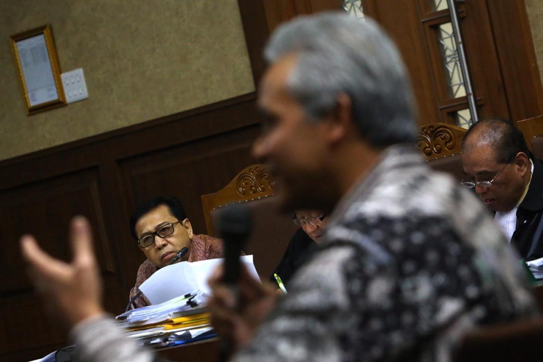 Golkar, PDI-P politicians skip e-ID questionings