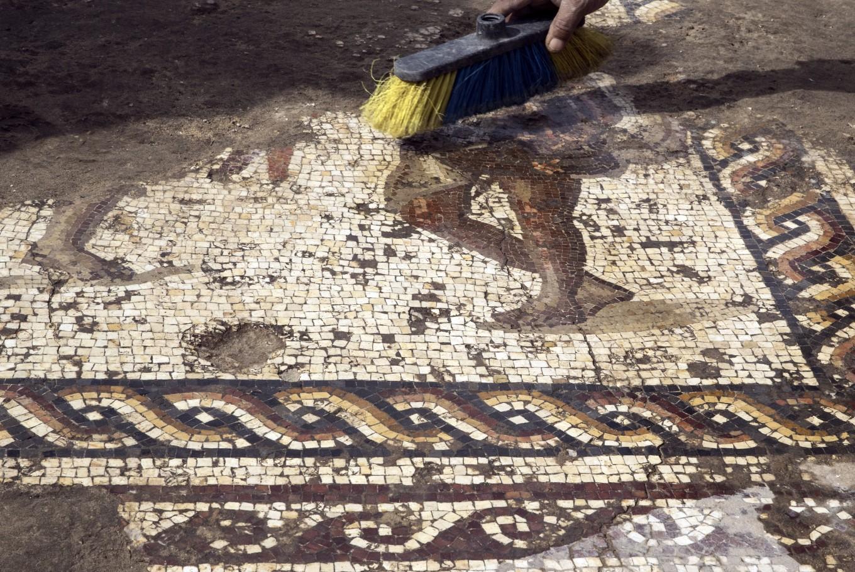 Israeli archaeologists unveil rare Roman-era mosaic