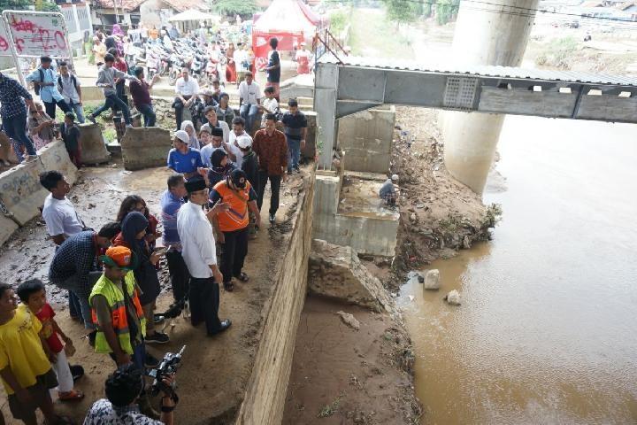 Essay help flood victims